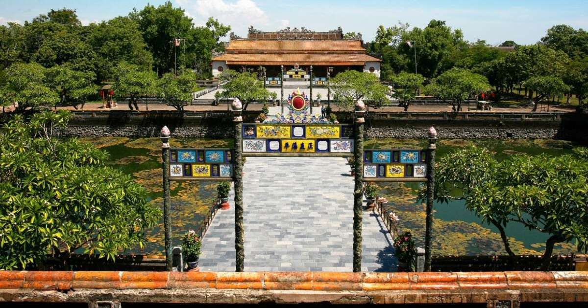 Ngày 20/8/1841, thi hài vua Minh Mạng được đưa vào chôn ở Bửu Thành nhưng việc xây lăng thì mãi đến đầu năm 1843 mới hoàn tất.