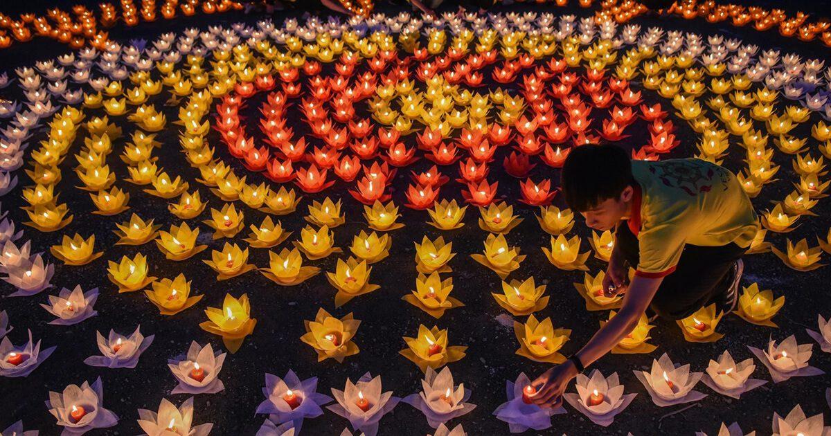65.000 ngọn nến thắp sáng ở ngôi chùa lớn nhất thế giới tại đêm hội Vesak 2019