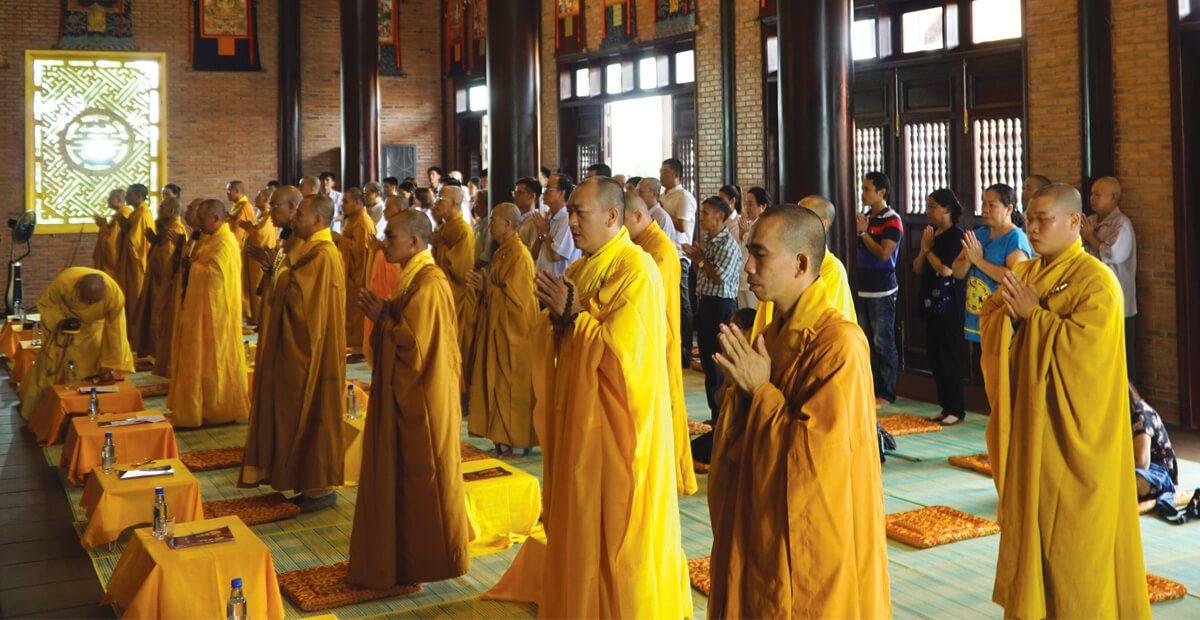 Thiền viện Sala Garden tổ chức lễ cầu siêu, cầu an, thu hút đông đảo phật tử và khách thăm quan hoa viên