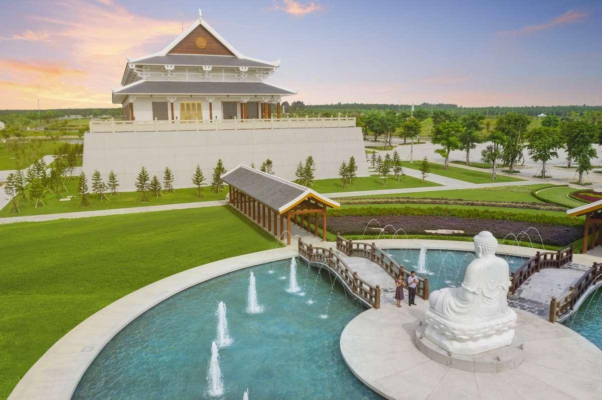 Nhà tang lễ và đền Trình là những công trình tâm linh đặc sắc tại hoa viên Sala Garden.