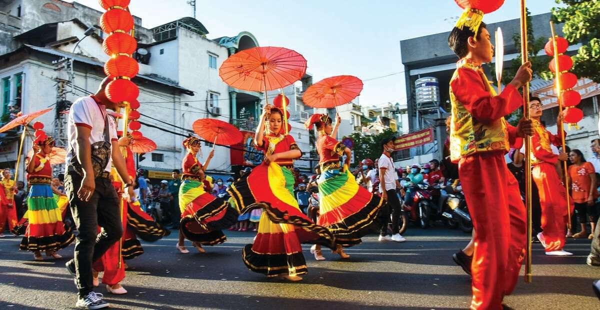 Diễu hành đón tết Nguyên Tiêu của người Hoa ở TP.HCM