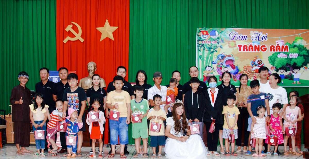 Khép lại hành trình mang tết Trung Thu đến trẻ em nghèo với nhiều cảm xúc đáng nhớ